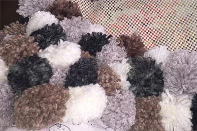 amarrado de pompones para alfombra